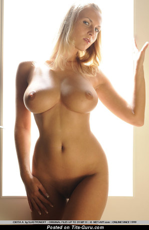Naked awesome woman with big boob pic