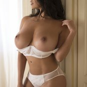 Grand Topless & Glamour Blonde Babe with Grand Exposed Mid Size Tits (Hd 18+ Image)