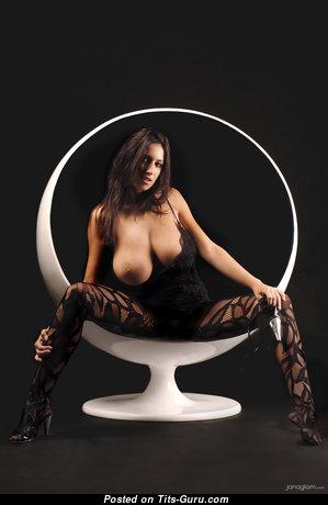 Jana Defi: брюнетка красотка (Чехия) с офигенной голой неохватной грудью (hd интимное фото)