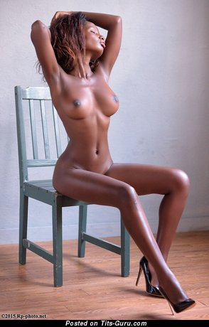 Shasta Wonder: nude ebony with medium natural tittys picture