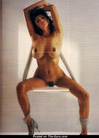 Roberta Vasquez - картинка горячей латиноамериканки топлесс с натуральными дойками, большими сосками ретро