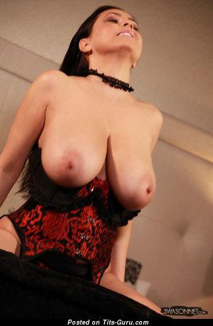 Ewa Sonnet: красотка (Польша) с восхитительной оголённой натуральной выдающийся грудью (hd 18+ фотография)