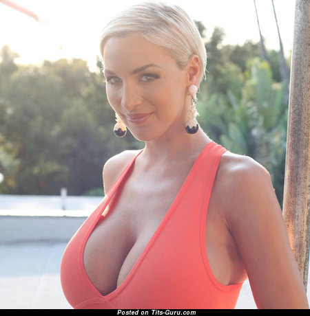 Perfect Blonde with Perfect Open Heavy Boobie (18+ Pix)