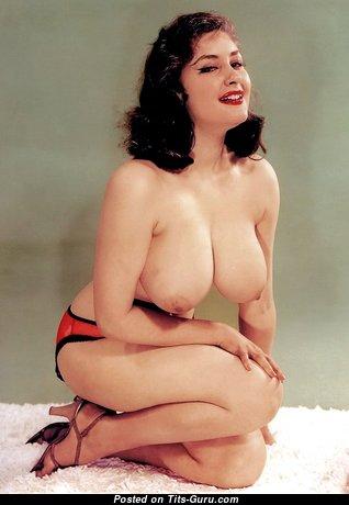 Gorgeous Naked Brunette Babe (Hd 18+ Pix)