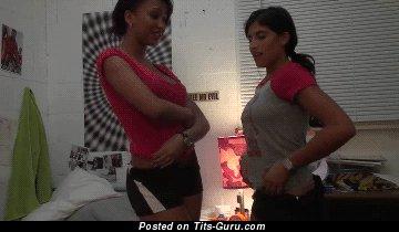 Изображение. Gif-анимация сексуальной раздетой девахи с большой грудью