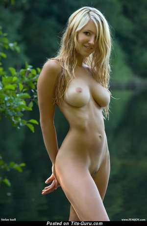 Magnificent Doll with Magnificent Bare Mega Hooters (Hd Xxx Foto)