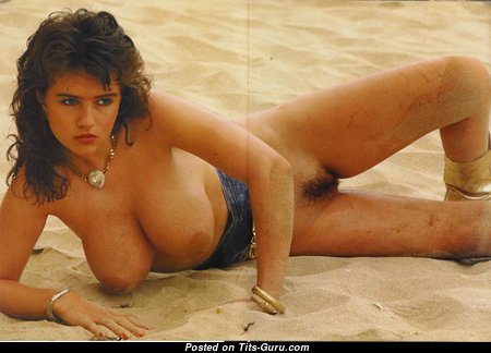 Gail Mckenna - Appealing Topless British Brunette Babe on the Beach (18+ Foto)