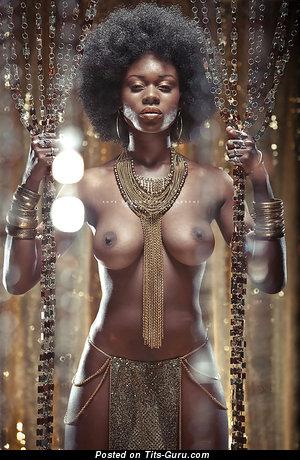 Изображение. Фотография красивой обнажённой девахи с большими дойками