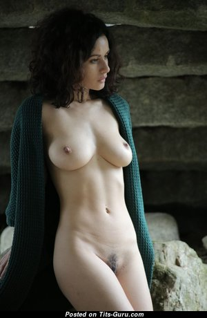 Pleasing Babe with Pleasing Bare Real Dd Size Tit (Sex Picture)