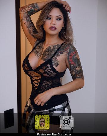 Charmaine Glock: азиатская девушка и порнозвезда с сексуальной оголённой натуральной грудью,торчащими сосками,тату в нижнем белье (hd секс фотография)
