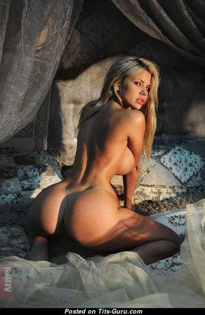 Nata Lee - Pleasing Babe with Pleasing Nude Medium Tittes (Porn Foto)