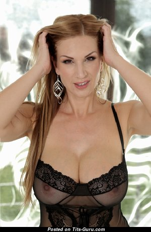 Hot Mom - Good-Looking Unclothed Mom in Lingerie (Sex Foto)