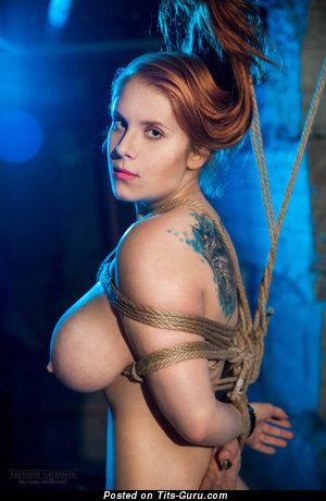 Картинка горячей обнажённой леди