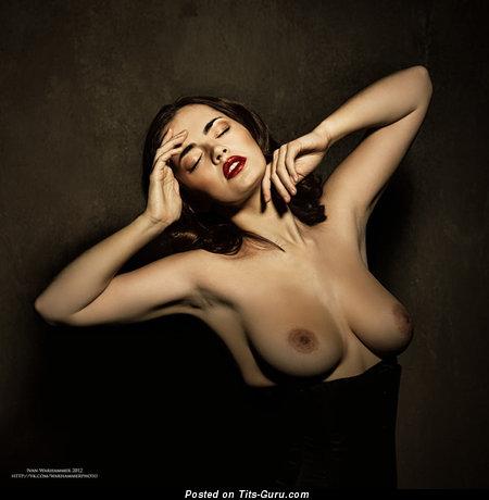 Изображение. Картинка офигенной голой тёлки с большой натуральной грудью