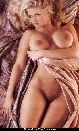 Изображение. Anna Nicole Smith - фотка восхитительной раздетой блондинки с большими сиськами ретро