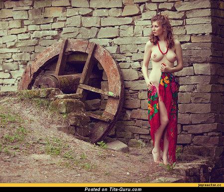 Изображение. Фотка сексуальной раздетой девахи с большими дойками