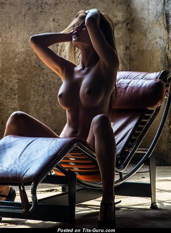 Pretty Babe with Hot Defenseless Firm Boobys (Sexual Pix)
