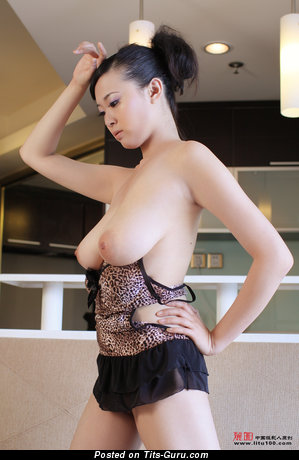 Bing Yi - Lovely Chinese Bimbo with Lovely Exposed Real Medium Tittys (Hd Sexual Picture)