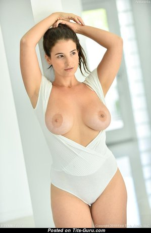 Beautiful Babe with Beautiful Open Real Boobie (Hd Sex Pic)