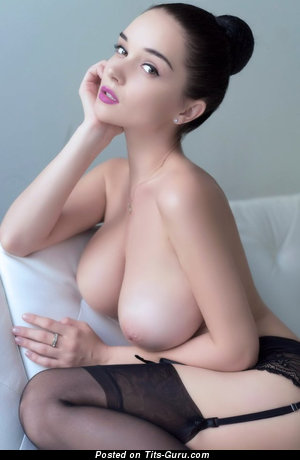 Pretty Babe with Pretty Nude Real Sizable Tittys (18+ Photoshoot)