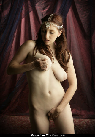 Image. Sarah - naked brunette with big natural tits and big nipples pic