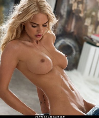 Изображение. Изображение офигенной блондинки топлесс