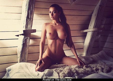 Изображение. Изображение сексуальной голой модели с большими сисечками