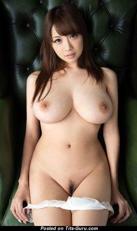Прелестная нагая азиатская красотка (hd 18+ изображение)