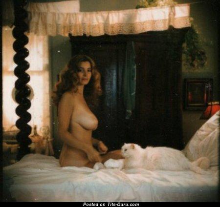 Изображение. Janet Lupo - фотография шикарной голой чувихи с большими натуральными дойками ретро
