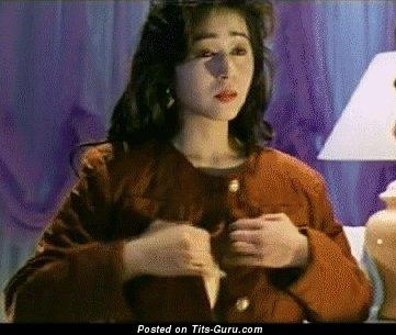 Chikako Aoyama - gif сексуальной обнажённой брюнетки азиатки с большими натуральными дойками