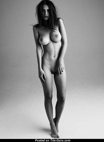 Изображение. Фото шикарной голой девушки с большими натуральными сиськами