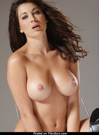 Sexy Babe with Sexy Open Natural Medium Sized Titties (Xxx Foto)