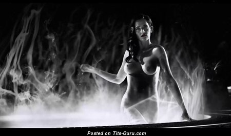 Eva Green - Hot Topless & Wet French Brunette Actress & Babe with Hot Exposed Natural Dd Size Tits & Enormous Nipples (Vintage Hd Xxx Pic)