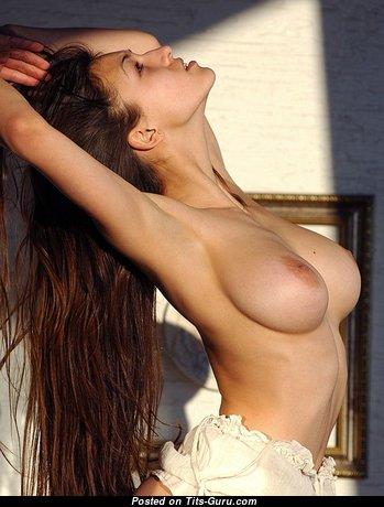 Elegant Babe with Elegant Exposed Natural Normal Boob (Sex Pic)