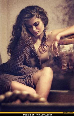 Изображение. Изображение обалденной раздетой девушки с средней натуральной грудью