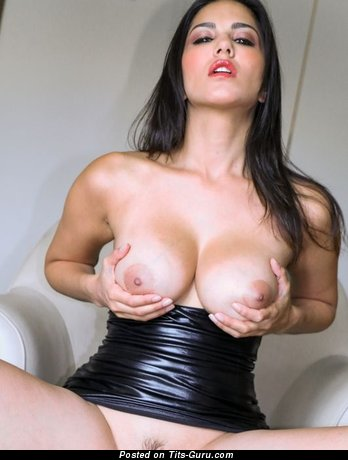 Nude awesome woman with medium boobs photo