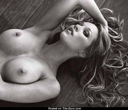 Изображение. Изображение обалденной обнажённой женщины с средними дойками