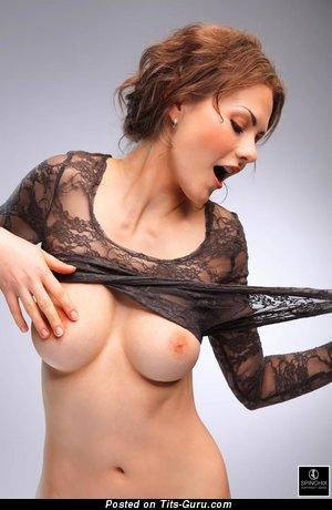 Tina: леди с обалденной обнажённой средней грудью (hd эро фото)