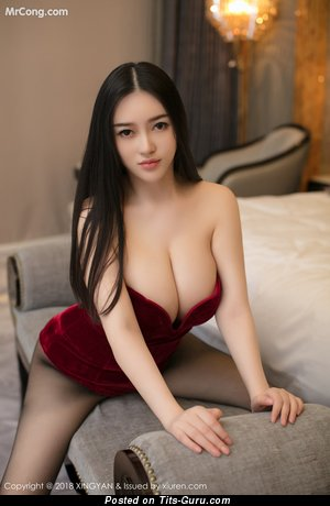 En Yi - Handsome Glamour Asian Brunette Babe with Splendid Open Real Titty in Lingerie (Private Hd 18+ Pic)