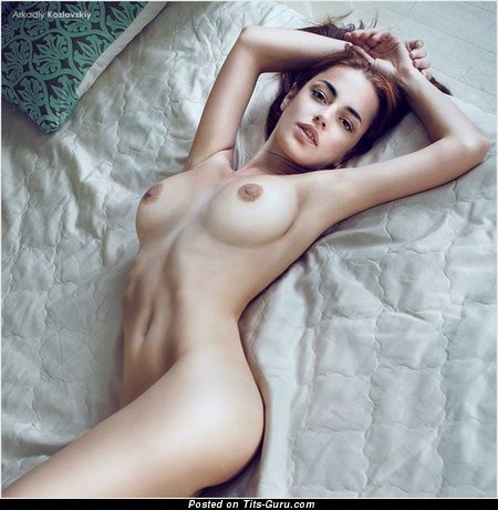 Image. Naked awesome lady with medium tittes pic