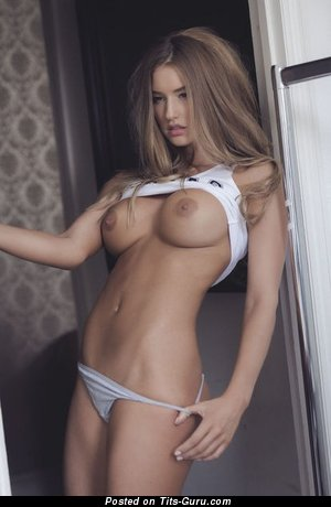 Beautiful Undressed Bimbo (Sexual Wallpaper)