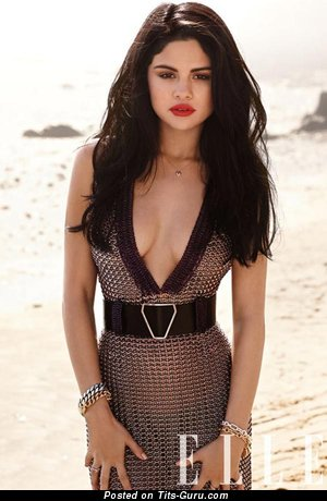 Selena Gomez - Nice Topless & Wet American Brunette Singer & Actress with Nice Open Real Medium Tittes & Pointy Nipples (Amateur Sex Pix)