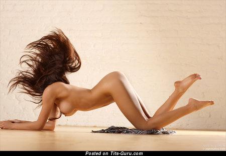 Изображение. Helga Lovekaty - фото восхитительной раздетой леди с средними натуральными дойками