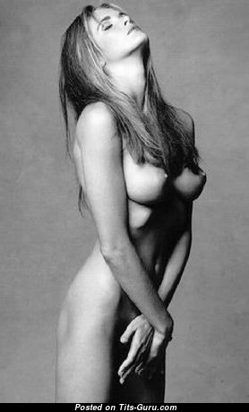 Elle Macpherson - Good-Looking Topless Australian Blonde Actress & Babe with Good-Looking Open Natural Tit (Porn Foto)