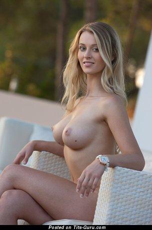 Elegant Naked Babe (Hd Xxx Photo)