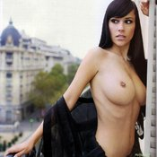 Jennifer Henschel - sexy nude brunette with medium natural breast image