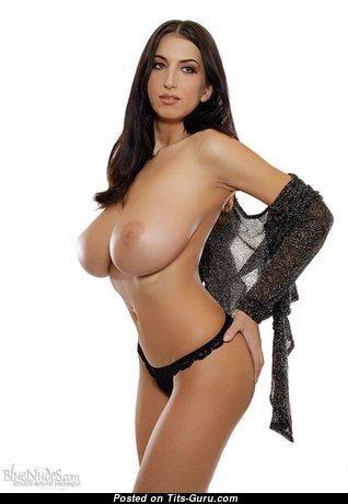Beautiful Babe with Beautiful Bare Big Sized Jugs (18+ Pix)