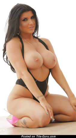 Romi Rain - Sexy Topless American Brunette Babe with Sexy Nude Average Busts (Hd Sex Pic)