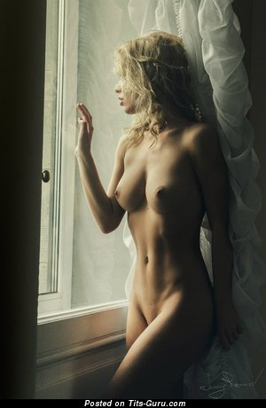 Изображение. Фото красивой раздетой чувихи