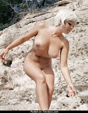 Yummy Babe with Yummy Bald Natural Med Boobys (Vintage Hd Xxx Picture)